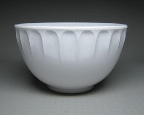 vintage BOONTON white melmac  melamine bowl scalloped edge