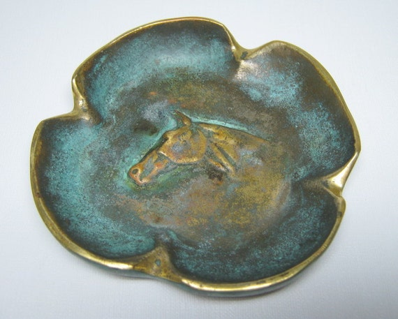 vintage VIRGINIA METALCRAFTERS brass ashtray with a patina horse head clover