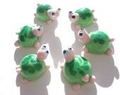 Green turtle glass lampwork bead