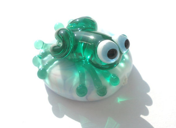 Glass lampwork green frog bead