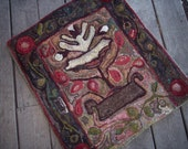 Hand hooked Wool Rug Primitive Style Flower in Vase