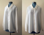 Vintage White / Cream Lace Collared Blouse, Button Up Long-Sleeved Shirt, Size M / L / XL.