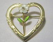 Sweetheart Daisy Brooch heart flower