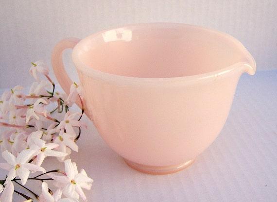 Vintage rose pink pastel glass creamer / measuring cup / 1950s