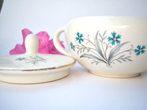 Vintage blue daisy sugar bowl // 1960's