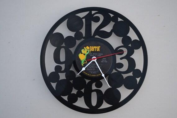vinyl record clock (artist is Tom Jones)