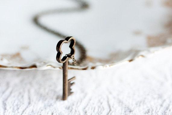 Simple Key Necklace Back to School Shamrock Key Pendant Four Leaf Clover Key Charm Skeleton Key Necklace - N172