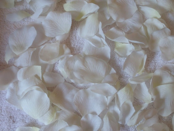 800 Silk Rose Petals IVORY Wedding Flower Decorations Party Decorations Bridal