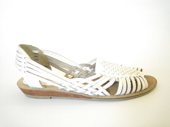 White Leather Huarache Flat Sandals. Size 7. Woven Leather