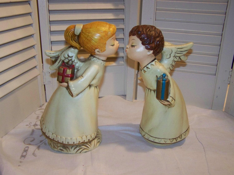 figurine vintage kissing angels