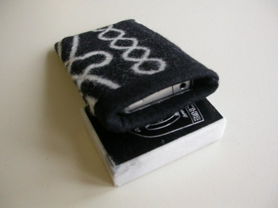 Wool smartphone cover, sleeve - iPhone 5 5s 5c 4 4s 3 3gs - Native American print - black and white - phone will not slip out