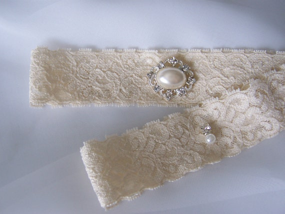 Beautiful Ivory Lace Bridal Garter Set, Beautiful French style Pearl Setting. Lovely on the Vintage Inspired Lace Design