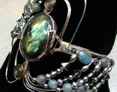 "Silver and Gold bracelet with Labradorite cabochon - ""Polarity Shining"""