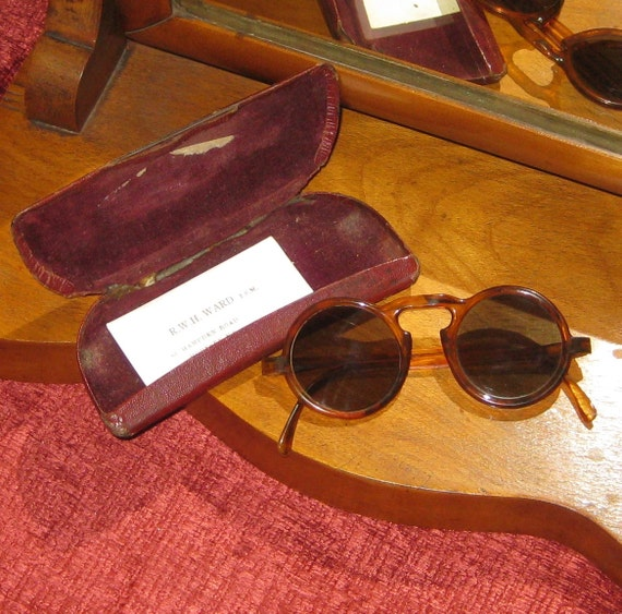Vintage Dark Lens Faux Tortoiseshell Round Sunglasses/Spectacles, Stylised Keyhole Bridge.