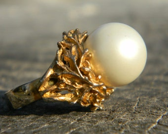 Vintage Chunky Gold and Pearl Ring