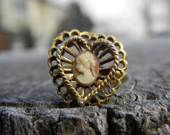 Vintage Cameo Heart Filigree Ring