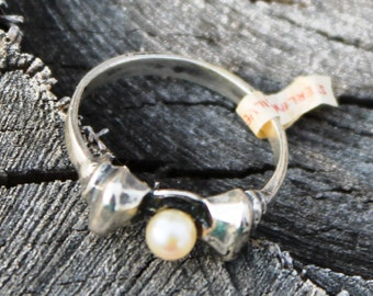 Vintage Silver Bow Ring with Pearl