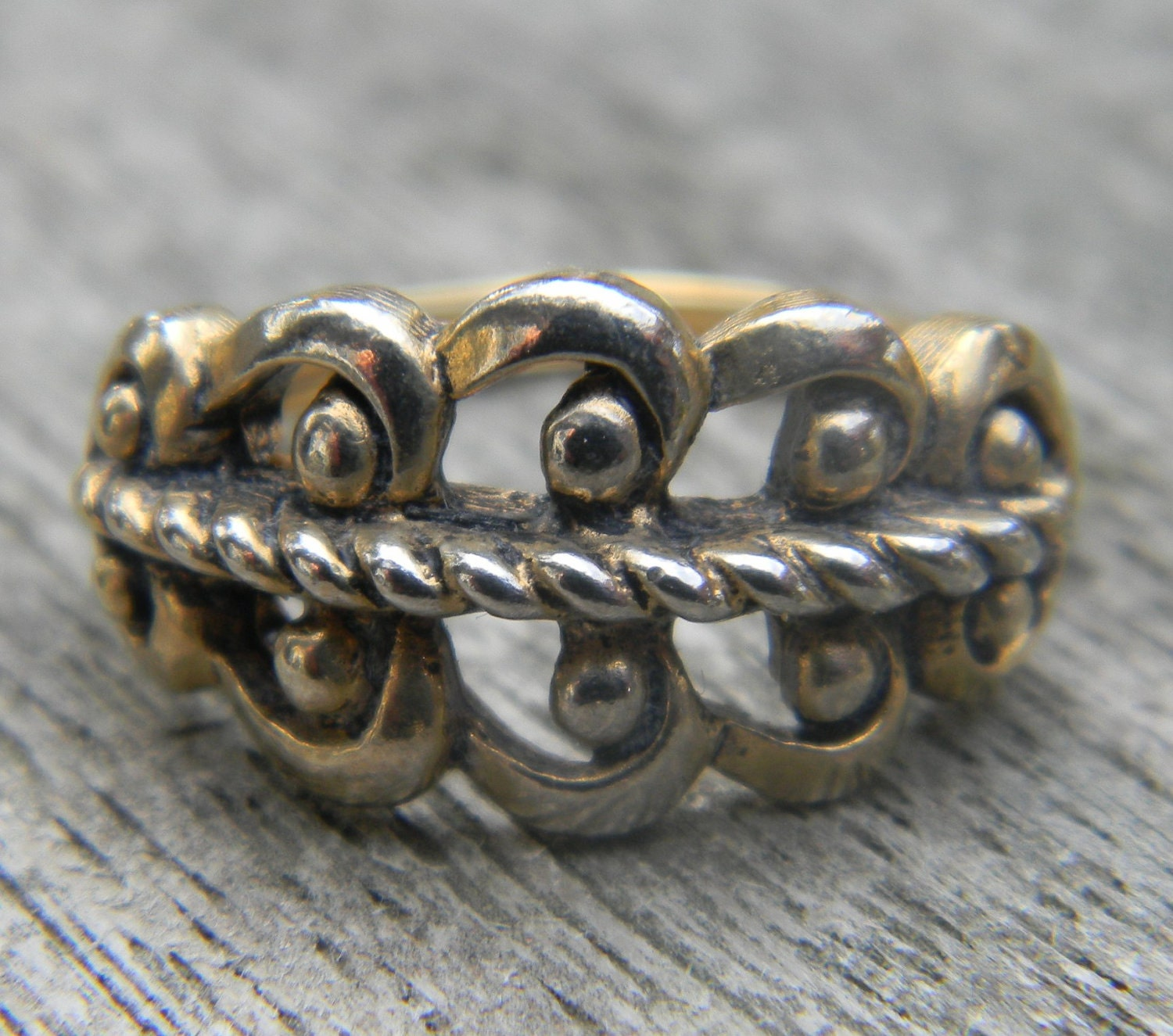 Vintage Avon Gold Tone Ring