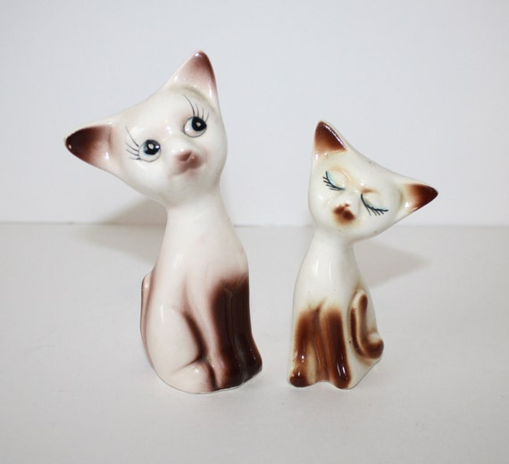 SIAMESE CAT Salt and Pepper Shaker Set // Vintage 1960s Retro Collectible Set // ADORABLE