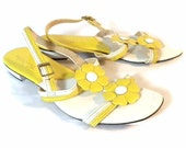 VINTAGE 1960's THOM McAn Vibrant Yellow and White Patent Daisy Sandals, Sz 7.5 /8