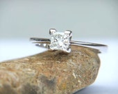 Engagement Ring Diamond Princess Cut 0.20ct F  Colour VS2 Clarity 18k Gold