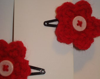 Set of 2 red crochet flower hair barrettes snap clips with pale pink button centers