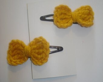 Set of 2 gold crocheted little bow hair barrettes snap clips
