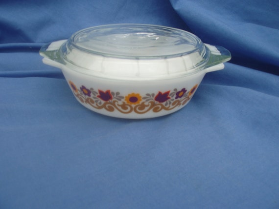 Vintage Pyrex small Casserole Dish with Lid - Briarwood - Made in England