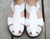 SALE - Vintage Cascade Blues white leather sandals (5.5 M)