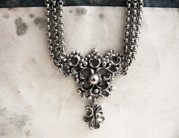 Vintage 1960s Silver Ornate Victorian Necklace