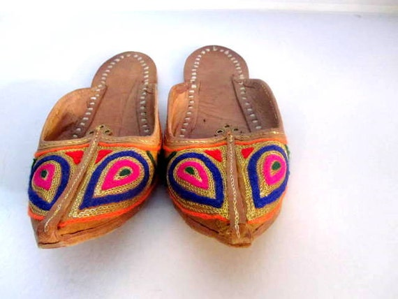 Beautiful Vintage Embroidered Indian Slippers