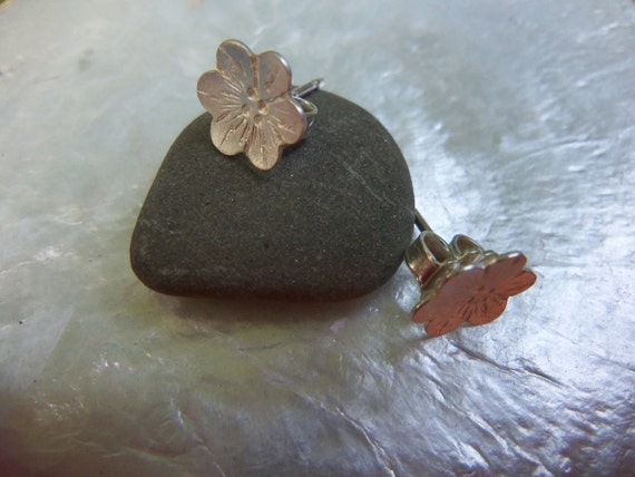Tiny silver blossom Earrings. Small Flower Earrings. Sterling Silver Studs
