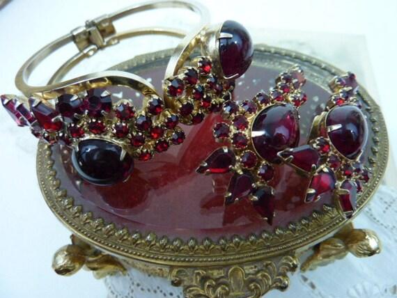 VINTAGE GARNET RED   rhinestone clamper  bracelet and earrings set