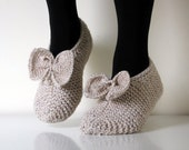 Oatmeal, Hand knit wool slippers with cute bows. Children sizes.