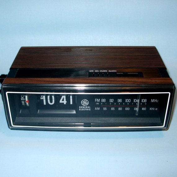 vintage wood grain ge flip number alarm clock radio. Black Bedroom Furniture Sets. Home Design Ideas