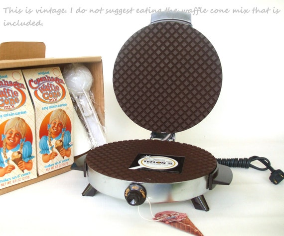 Toastmaster Waffle Cone Maker electric pizzelle iron