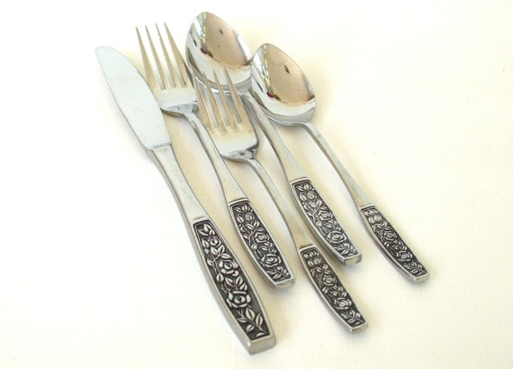Cosmos 1968 Stainless Flatware 5 Piece Place Setting Roses Japan silverware CSM5