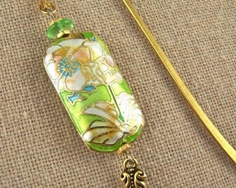 Bookmark - Cloisonné Flower - White Water Lily - Lime Green Enamel with Gold Plated Shepherds Hook