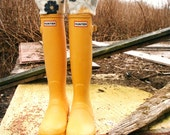 SLUGS Fleece Rain Boot Liners Black with a Floral Cuff, Winter Country Farm Fashion, Welly Warmers( Sm/Med 6-8 Boot)