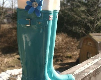 SLUGS Fleece Boot Liners Cream with a Teal Turquoise Flower on the Cuff, Welly Accessory, Boot Inserts (Med/Lg 9-11 Boot)