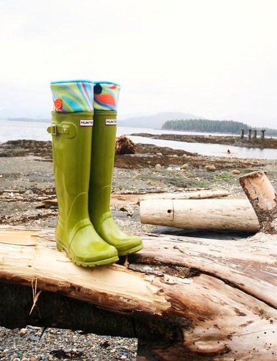 SLUGS Fleece Rain Boot Liners Turquoise with a Neon Wavy Bright Cuff, Welly Warmers, Gear For Adventures, Outdoor Fun (Med/Lg 9-11 Boot)