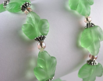 Green Glass Bracelet - Peppermint Leaves