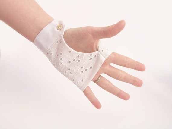 White cotton fingerless gloves Bridal accessories OOAK by Jye, Hand-made in France