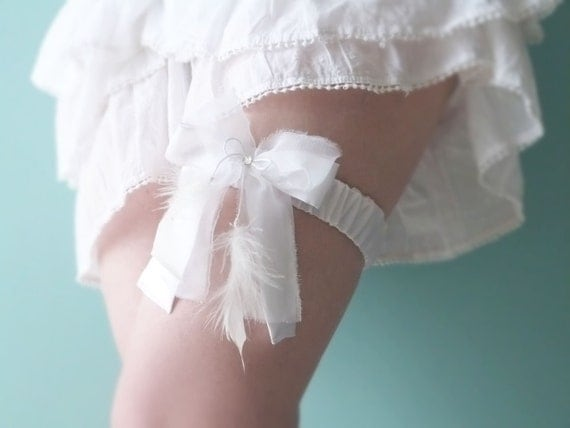 Bridal white garter Silk & feathers OOAK by Jye, Hand-made in France