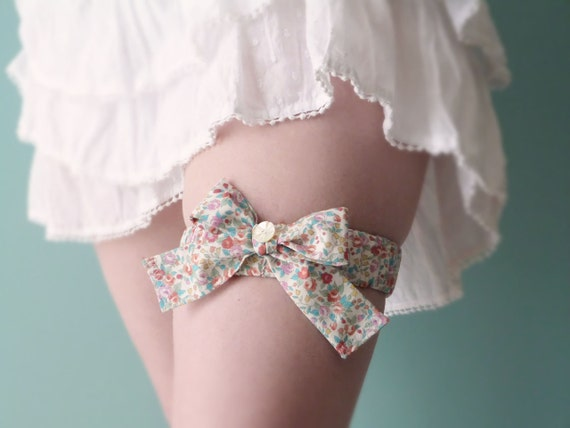 Liberty cotton bow garter Romantic roses OOAK by Jye, Hand-made in France