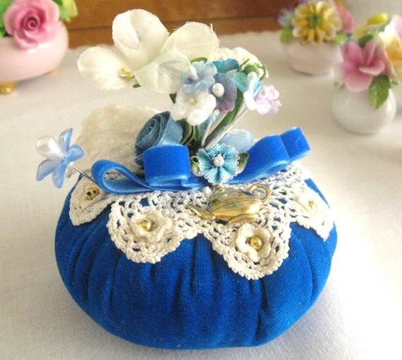 Pincushion Needlecraft ROYAL VELVETEEN Handmade CharlotteStyle Sewing Soft Sculpture