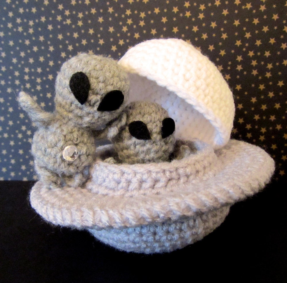 Crochet Pattern: Amigurumi UFO Grayboy & Spacecraft