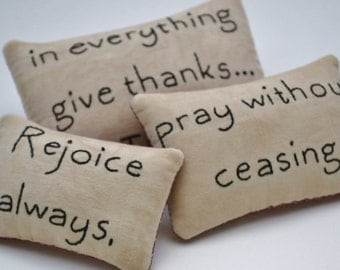 Christian Decorative Pillows - Primitive Bowl Fillers - Tucks - Pray Without Ceasing - Give Thanks - Thessalonians - Scripture - Gingham