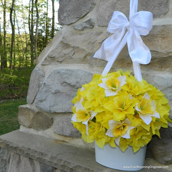 Daffodil Wreath Alternative - Flower Pail - Spring Door Decor - Spring Wreath