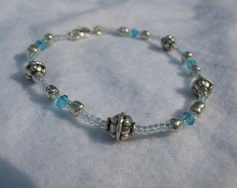 Blue crystal, metal and glass beads anklet.